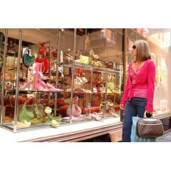 Витрина магазинов одежды: приманка для покупателей