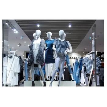 Торговое оборудование для магазинов одежды: как выбрать правильно?
